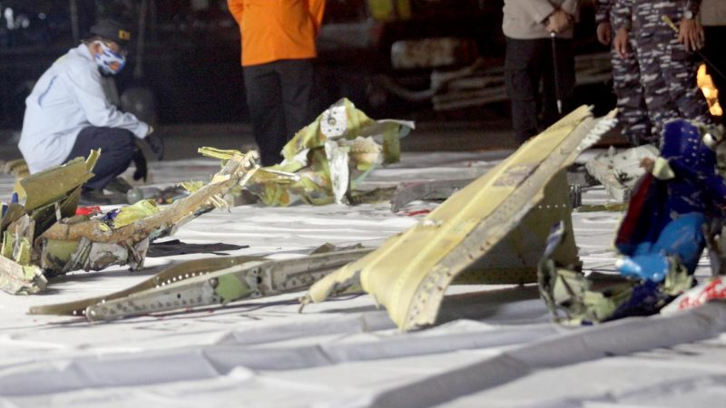A plane missing near Indonesia crashed to pieces after colliding with water |  right Now