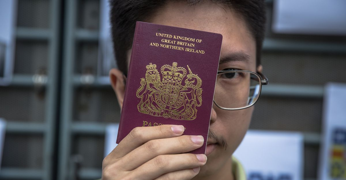 """China no longer recognizes """"foreign"""" British passports for Hong Kong residents"""