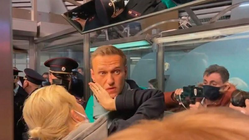 Navalny Stuck Outside Moscow, Block Concern |  abroad
