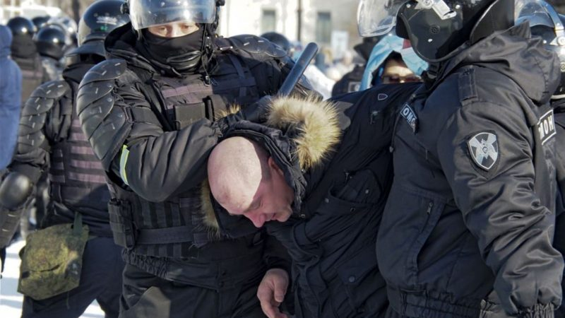 Russian agents attack Navalny supporters' demonstrations