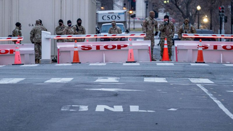 The FBI warns of armed protests in US cities |  abroad