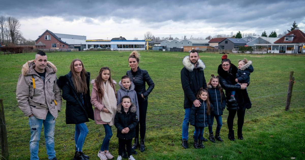 These families are looking for a place for their caravan in Betoi, but things are going very slowly |  overbetuwe
