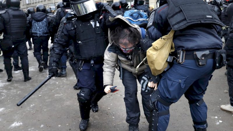 Thousands arrested in anti-Putin protests: 'Illegal enough'