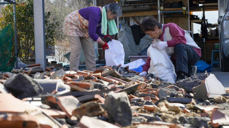 Japan earthquake: 120 injured, thousands of families without water