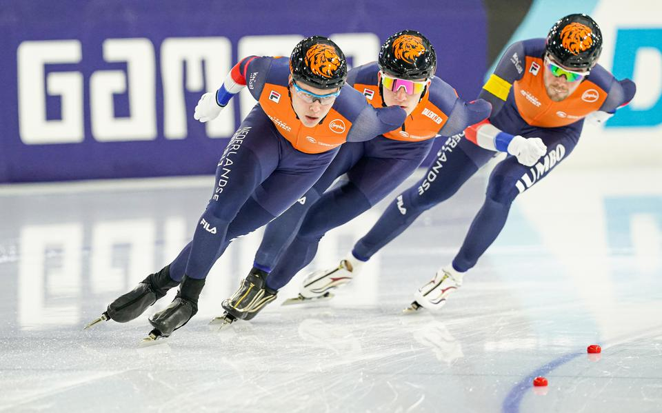 The Dutch team, with Marcel Busker of Groningen, wins the team's pursuit of the gold medal