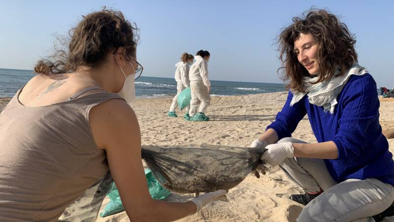 Thousands of volunteers help clean up Israel's polluted beaches