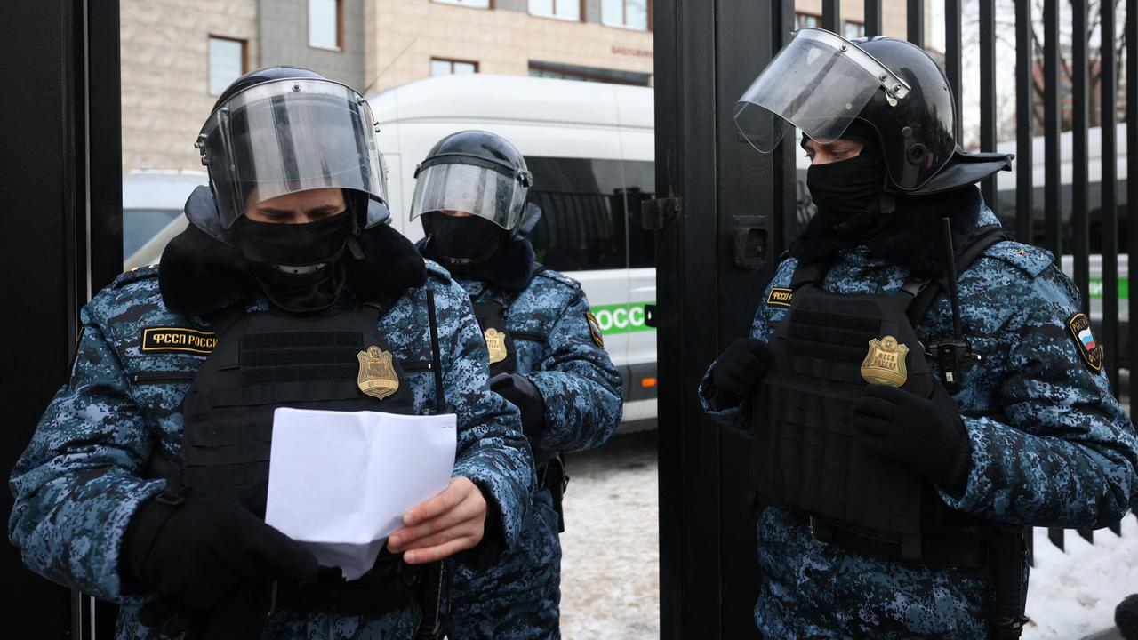 Around 150 Russian opposition members arrested at the meeting    Currently
