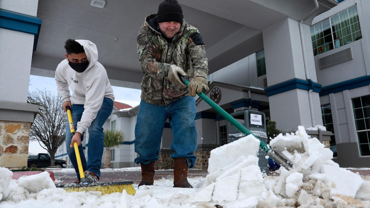 At least 21 deaths due to severe winter weather in the United States |  Currently