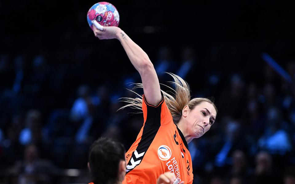 Dutch women handball avoids other major countries in the European Championship draw.  The men are in good shape as they qualify for the European Championships