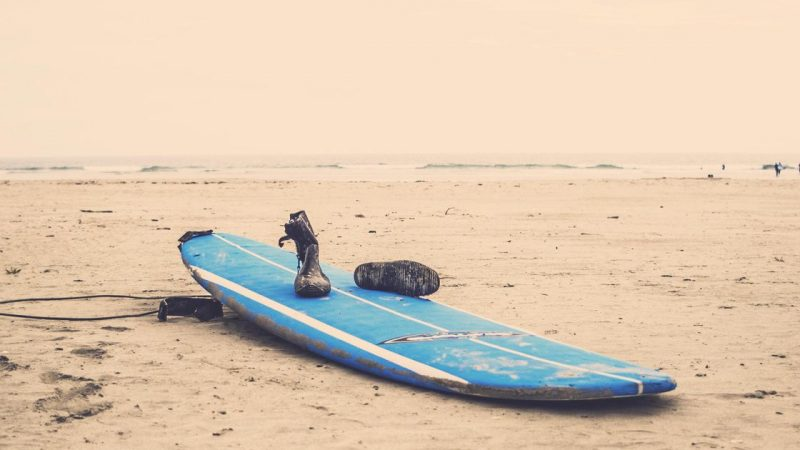 Surfboard recovers after a four-year 2,700-kilometer journey  Abroad
