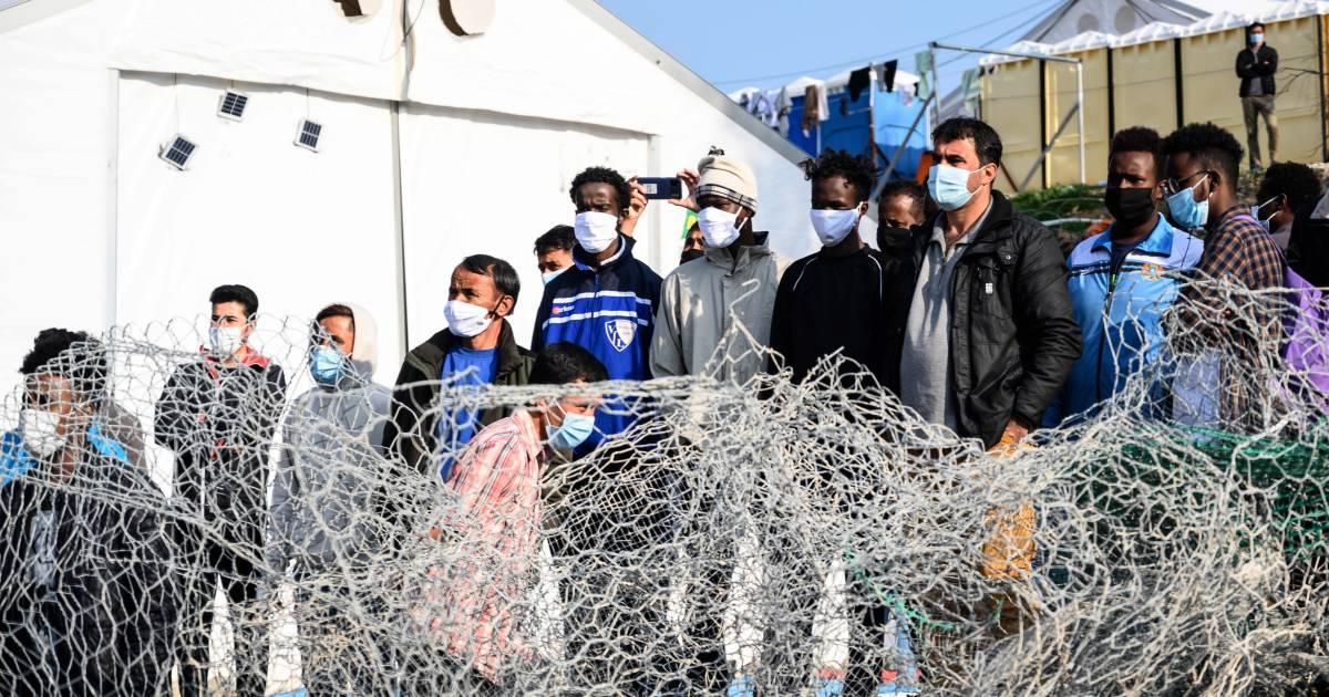 """The inhabitants of Lesbos do not want a new """"prison"""" at all: """"Europe, shame on you!""""  