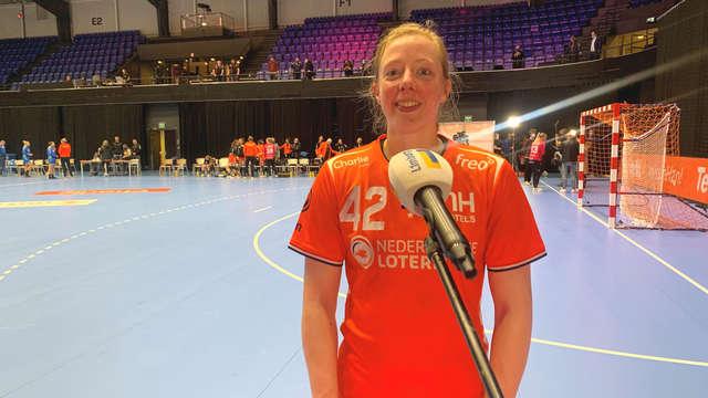 Van Craig against his Slovenian club teammates during an international match |  1 Limburg