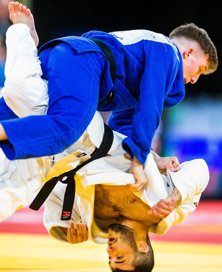 Dornike Jakotoya (wit) tegen Jor Verstretten van België bij de Judo Grand Prix 2018 in Den Haag.  Foto door Jerry Fuller