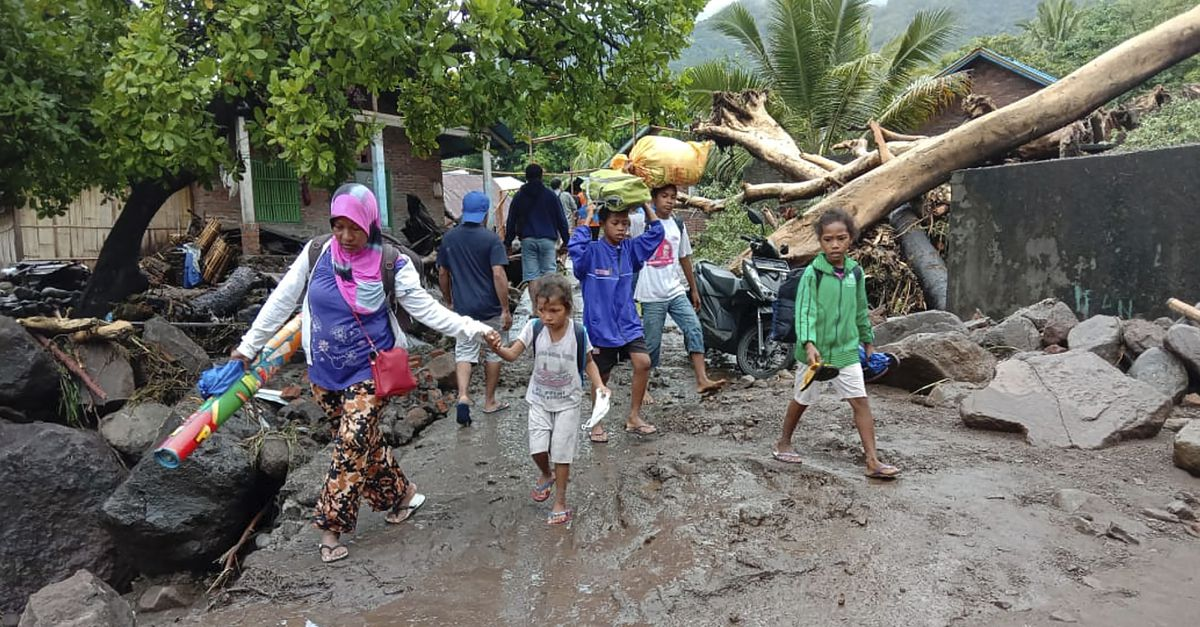 At least ninety deaths due to hurricanes in Indonesia and East Timor