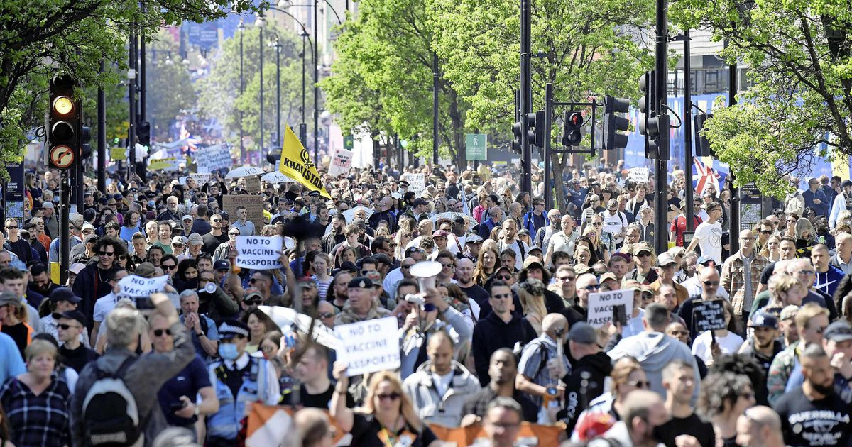 Eight officers injured and thousands fell on their feet in London passport vaccination protest |  abroad