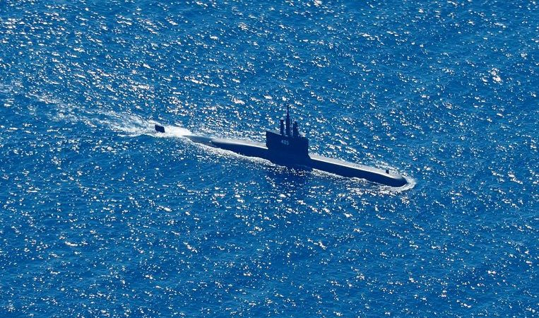 Indonesia, US and Australia send aid to race against time to find submarine