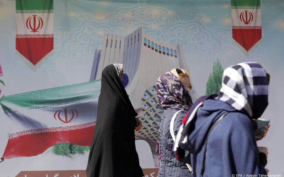 Iran remains against the gradual removal of the sanctions