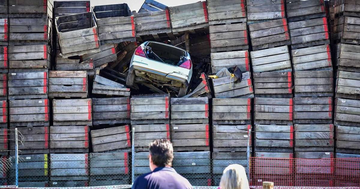 The fleeing man ends his car in a pile ten meters high  Instagram