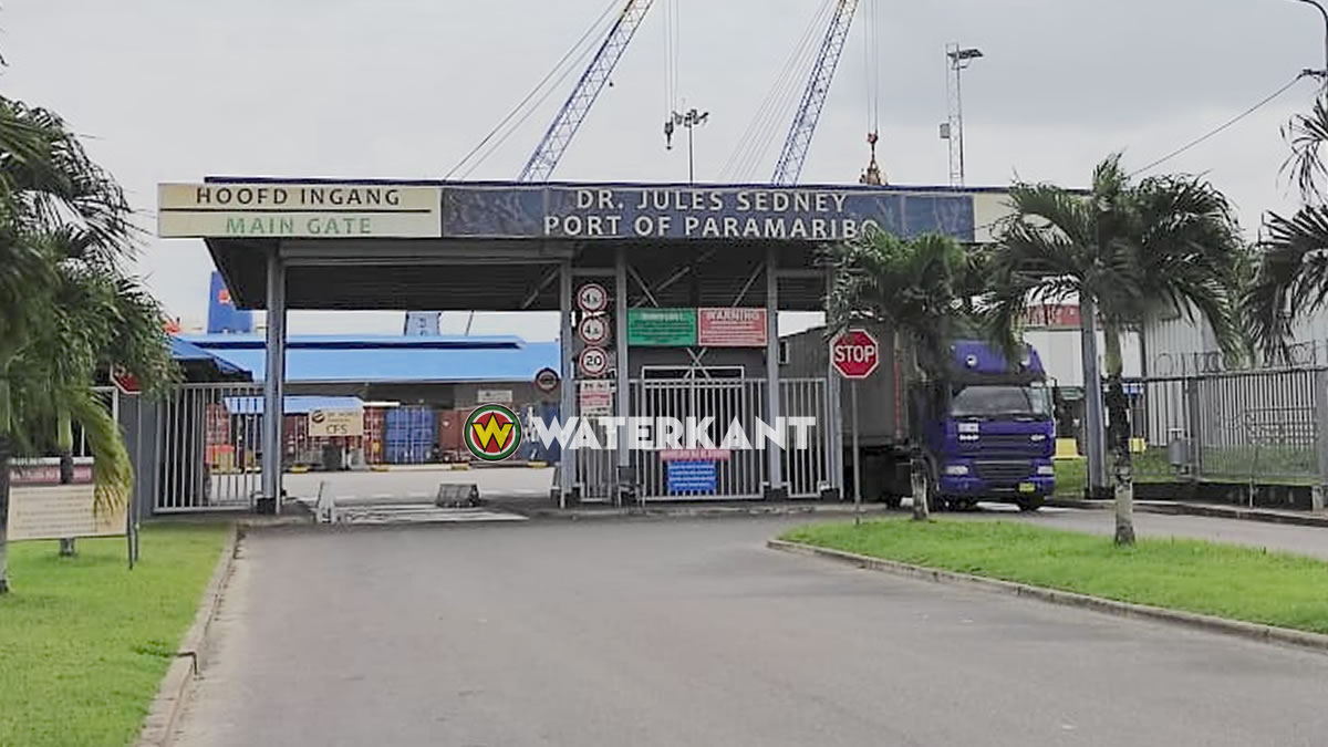 Arrest of three customs officers in the case of intercepting wooden containers at the port
