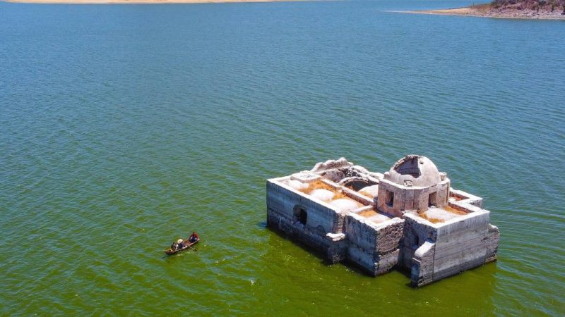 A historical temple rises from the water after 40 years due to severe drought |  Instagram