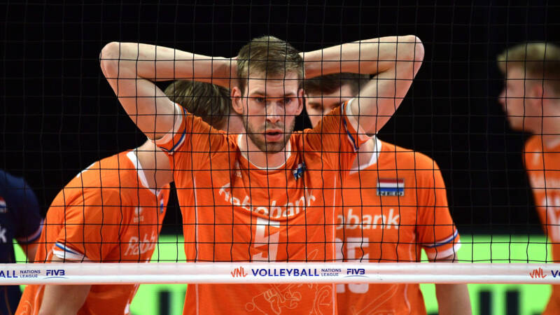 Dutch volleyball players hand over victory in the Nations League to Japan