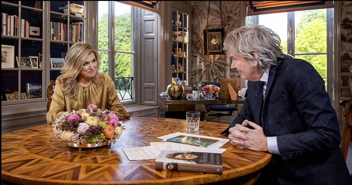 Queen Maxima, wearing a black wig in disguise, went to have a bitterballen at a café  Turns out