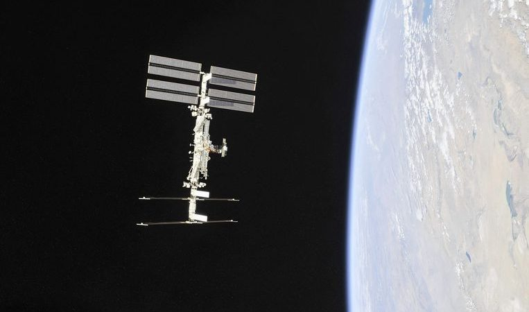 Russia makes the first movie in space and overtakes the United States (and Tom Cruise)