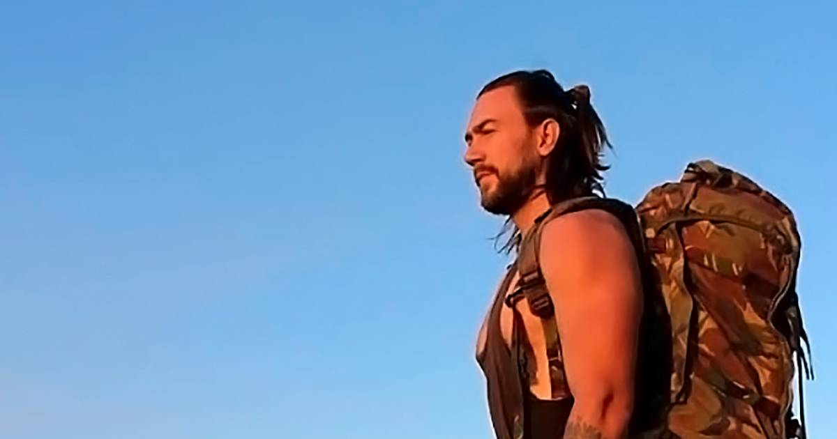 """The Dutchman embarks on an attempt to set a record barefoot in Australia for breaking through the """"culture of manhood"""" 