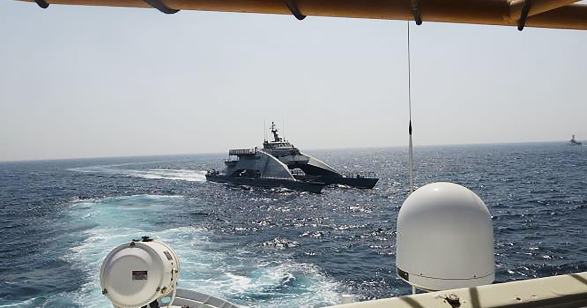 The US Army confronts the Iranian boats again in the Persian Gulf |  abroad