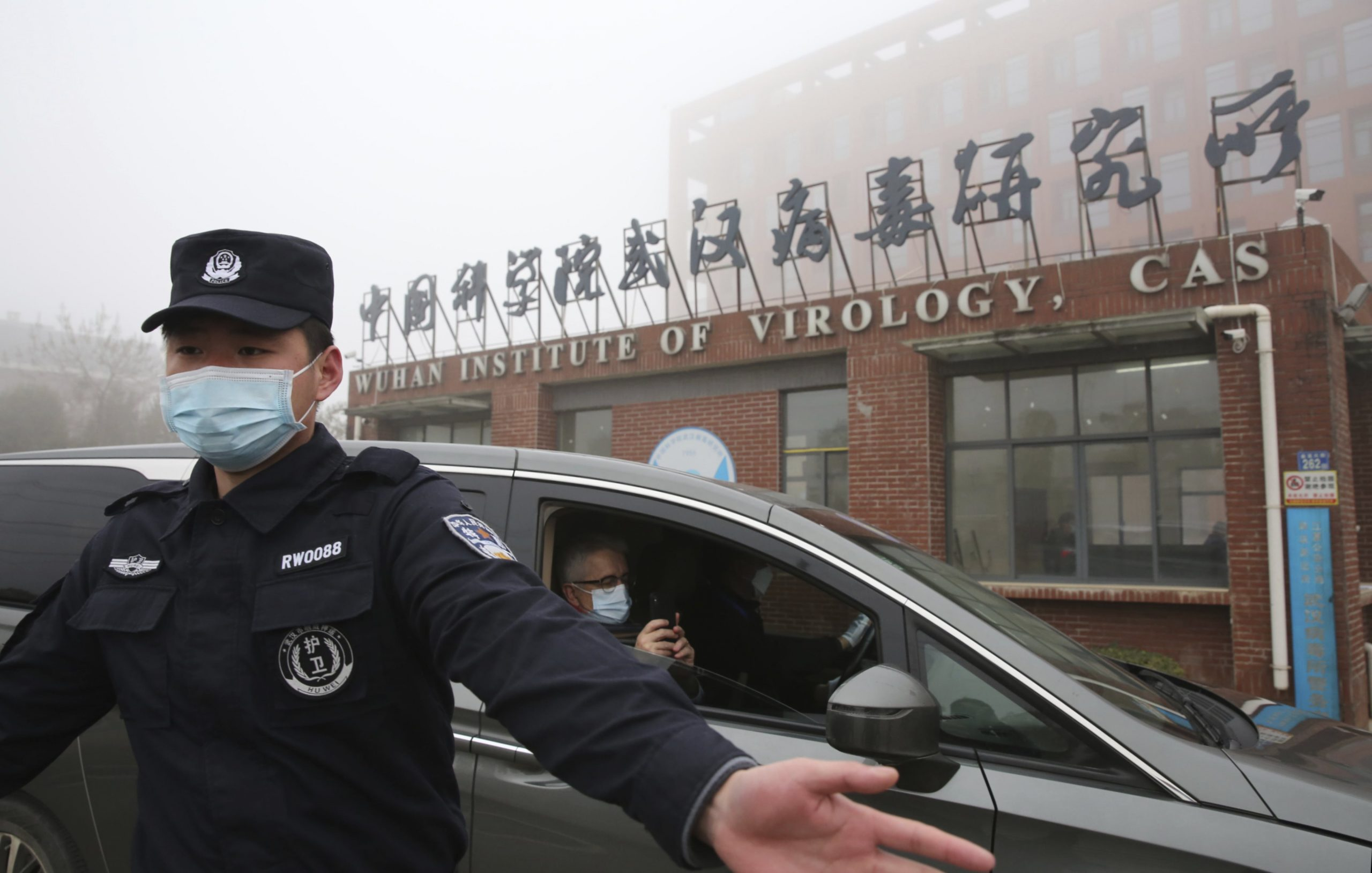 """US report: """"Wuhan laboratory staff was already hospitalized with Covid-like symptoms before the outbreak of the epidemic."""""""