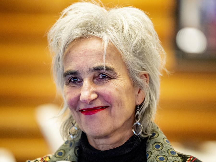 Virologist Marion Copmans: Stick to Five Feet