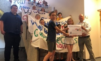 De Pijlstaart students draw attention to the lack of space in their school