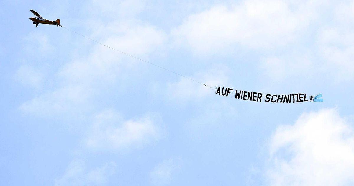 Another plane in training Orange: Auf Wiener Schnitzel!  |  European Football Championship