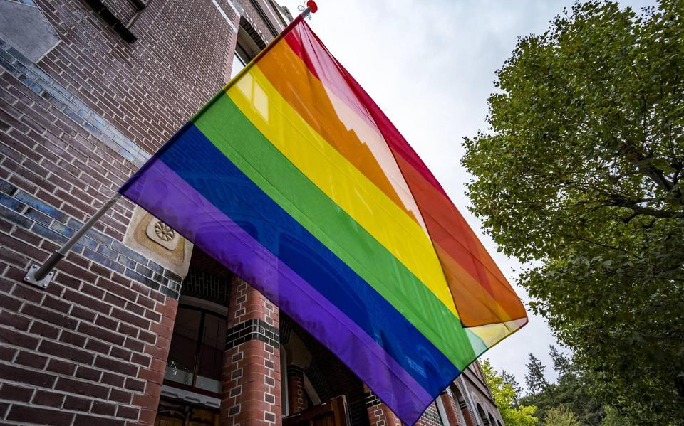KRO-NCRV distributes rainbow flags to the Orange Corps in Schiphol