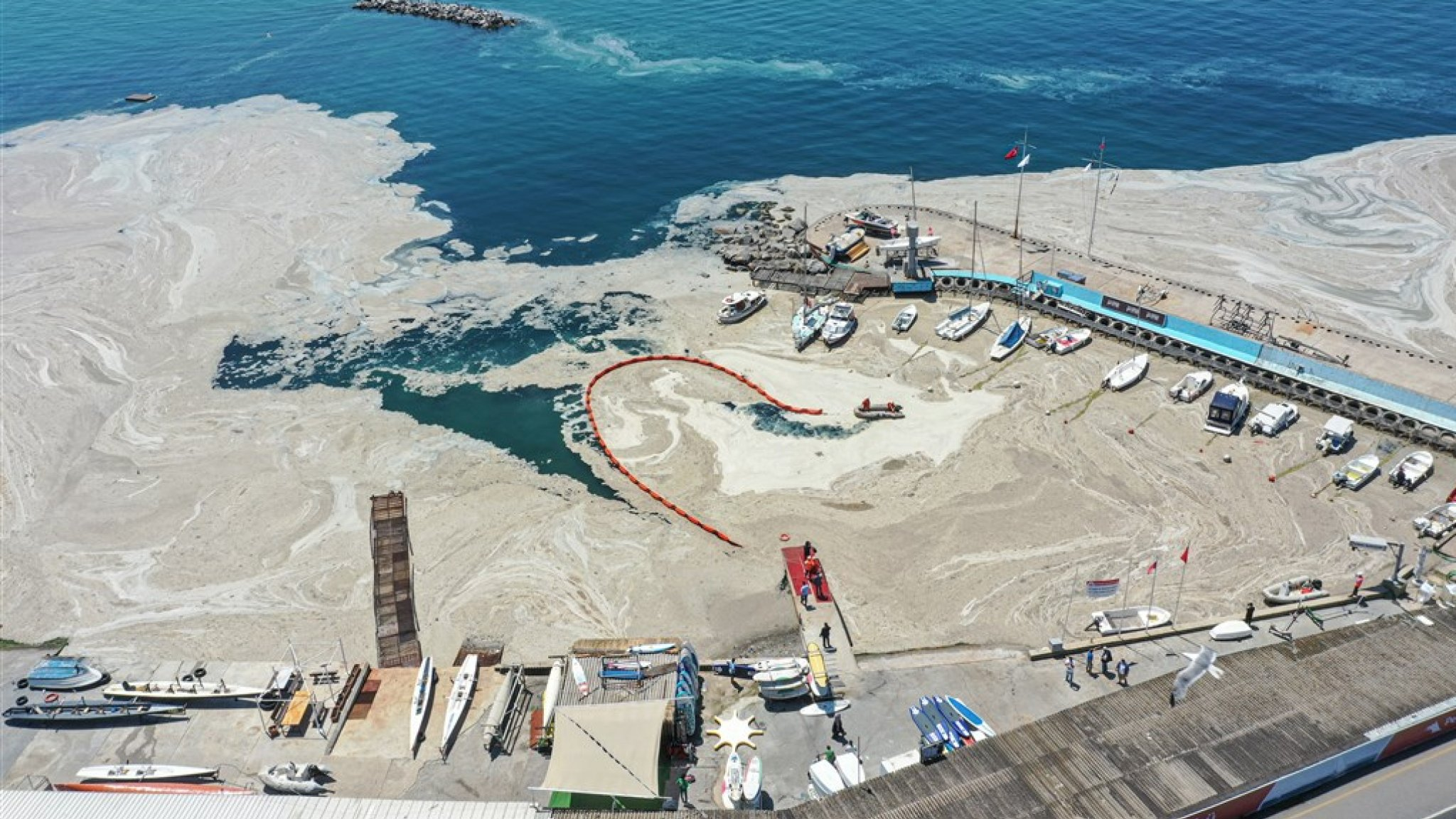 """The Turkish Sea of Marmara suffered from """"sea mud"""" for weeks"""
