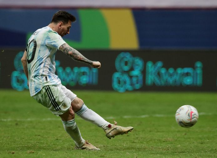 Lionel Messi uses the decisive penalty kick and penalty shootout.