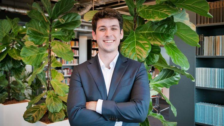 Lupisa Miticus, minister van Studentengegevens en Privacy.  Bouwt