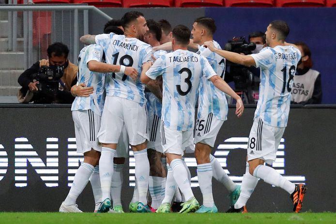 Argentina celebrates the opening goal of Otaro Martinez.