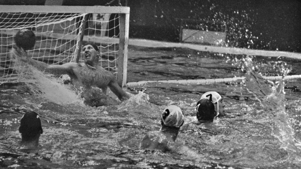 Back to Tokyo 1964: A team in a water polo pool