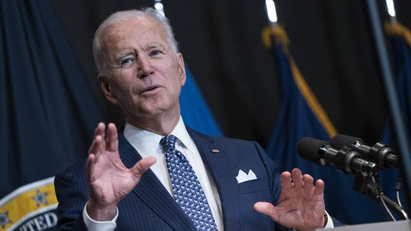 """Biden considers mandatory vaccination of officials • """"England opens the door to the stinging of the European Union and the United States"""""""