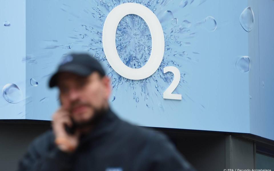 'British telecoms provider O2 will bear roaming costs again'