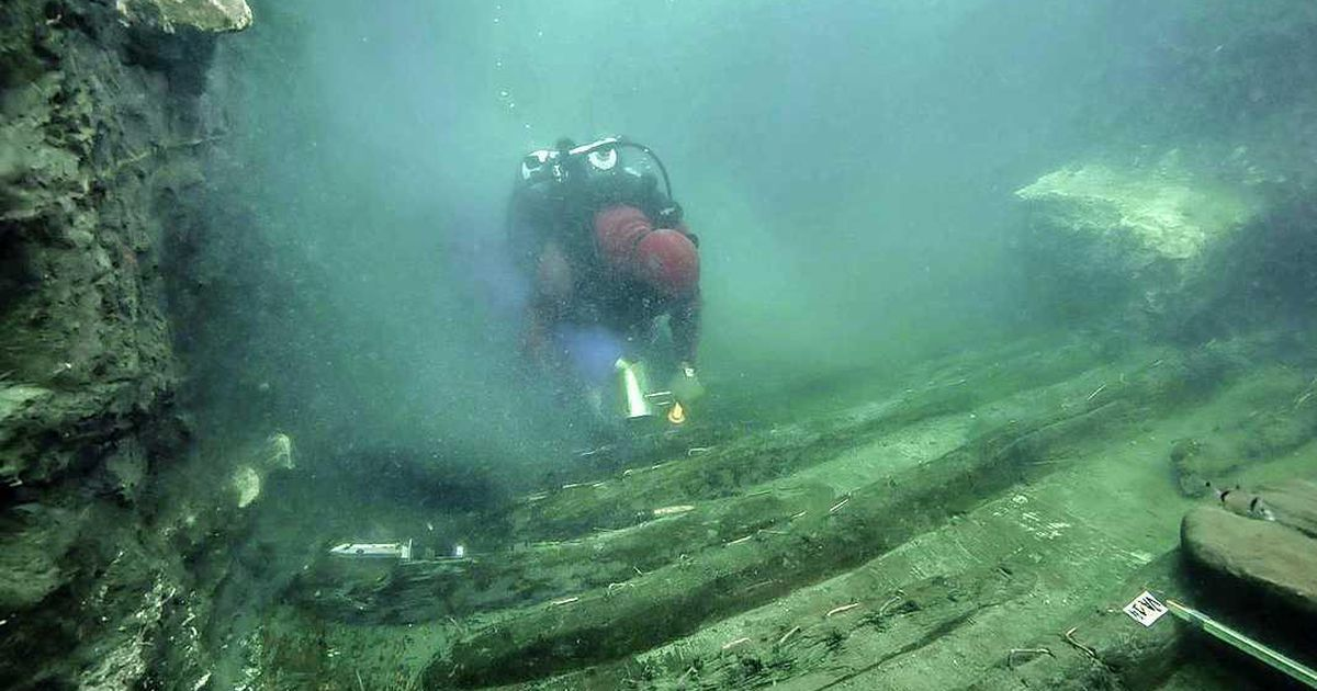 Divers find Greek tombs in a sunken Egyptian city    abroad