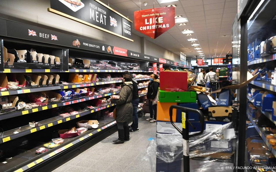 Empty shelves threaten British stores due to lack of drivers