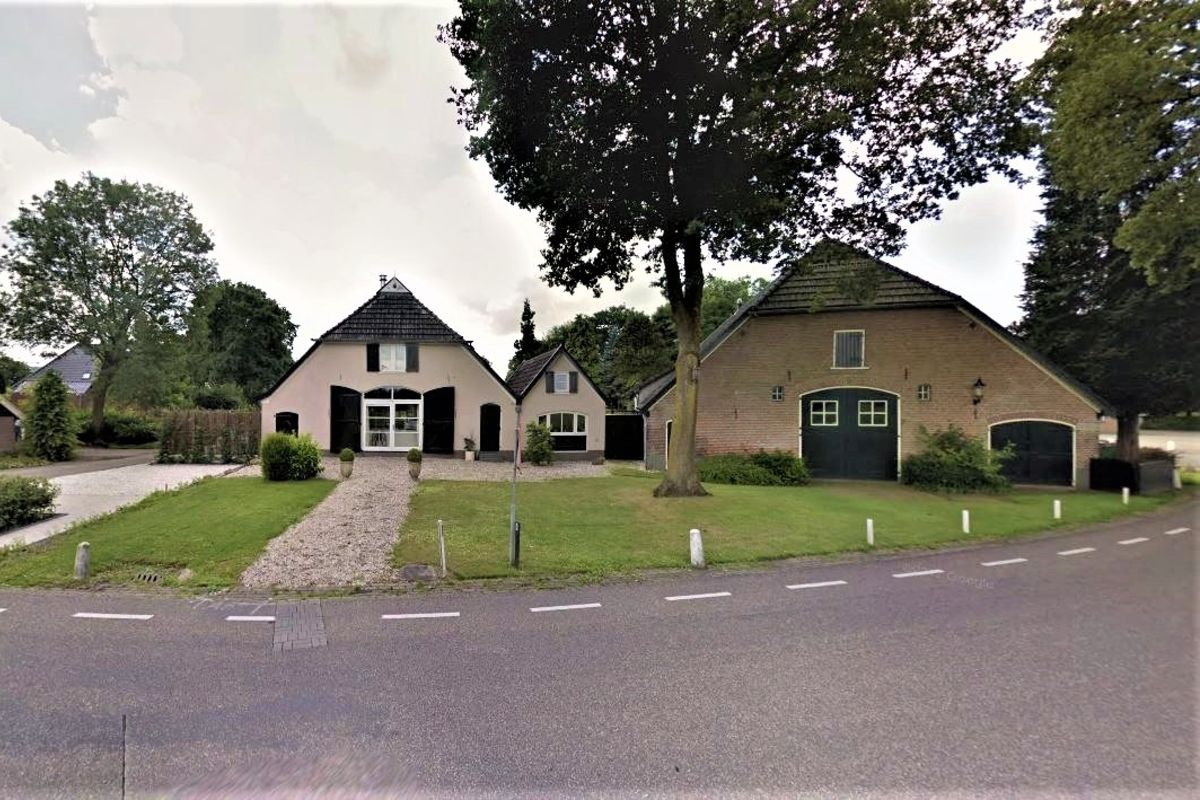 LUXURY AND LOTS OF SPACE: This gorgeous farmhouse near Apeldoorn is now up for sale in Fonda