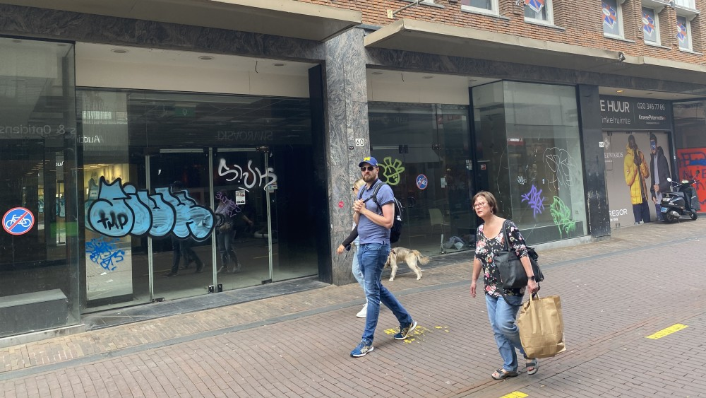 """""""Move the shops to the Grote Houtstraat to make room for the houses"""""""