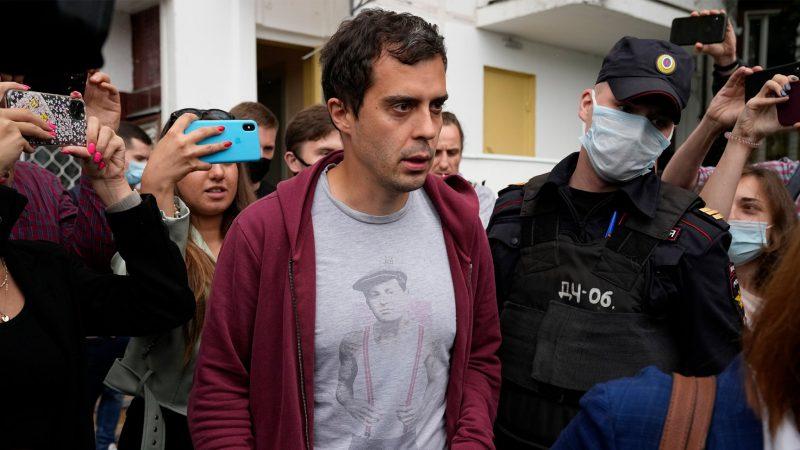 Russia arrests investigative journalist: 'Critical media has begun to shut down'
