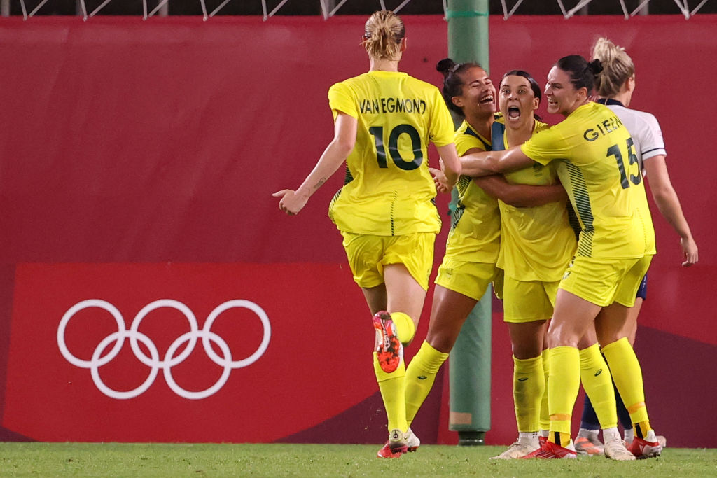 Australian 2nd seed Sam Kerr celebrates with his teammates after the team's fourth goal in the women's quarter-final between Great Britain and Australia on day seven of the Tokyo 2020 Olympics at Kashima Stadium on July 30, 2021 in Kashima, Ibaraki.  Japan.  (Photo by Atsushi Tomura/Getty Images)