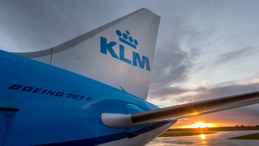 KLM crew UFO on Canada: 'A bright, green object'