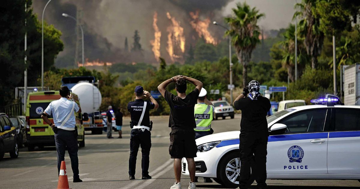 Athens hot spot: Thousands of Greeks flee wildfire |  abroad