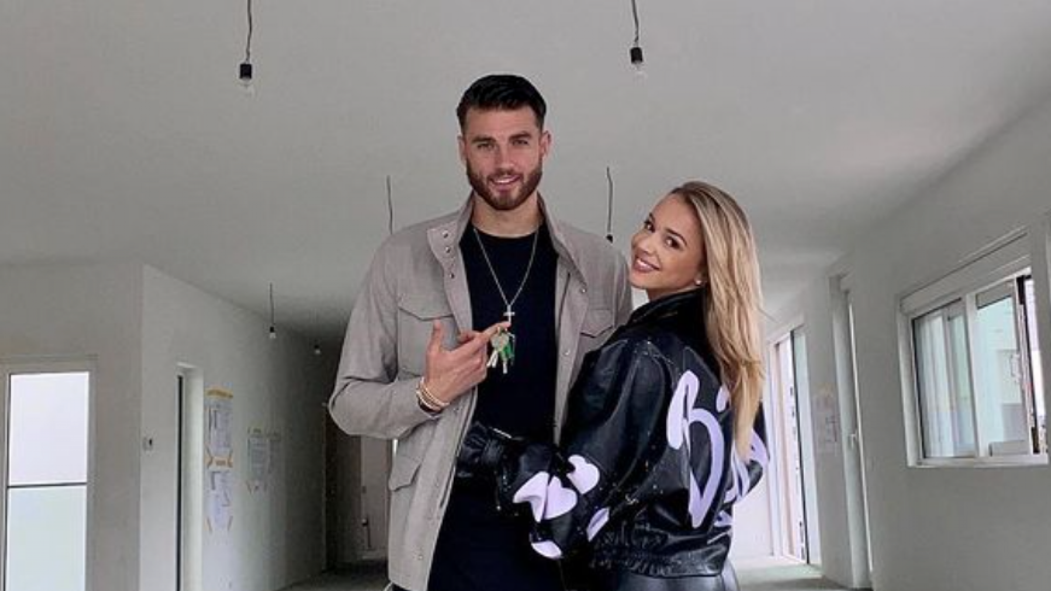 Emma Hesters and boyfriend Wesley Hoodt sign a new home